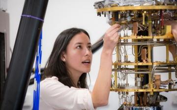 Alice Mahoney - lead author - in the quantum science lab at Sydney Nano